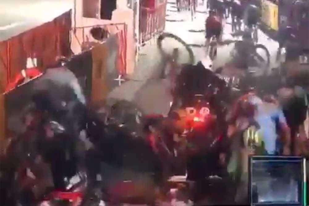 Stalled motorcycle causes huge crash in Red Hook Criterium