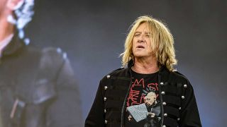 Joe Elliott onstage
