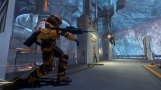 Two halo 3 soldiers fight each other
