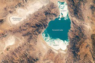 pyramid-lake-utah-nasa-101018-02