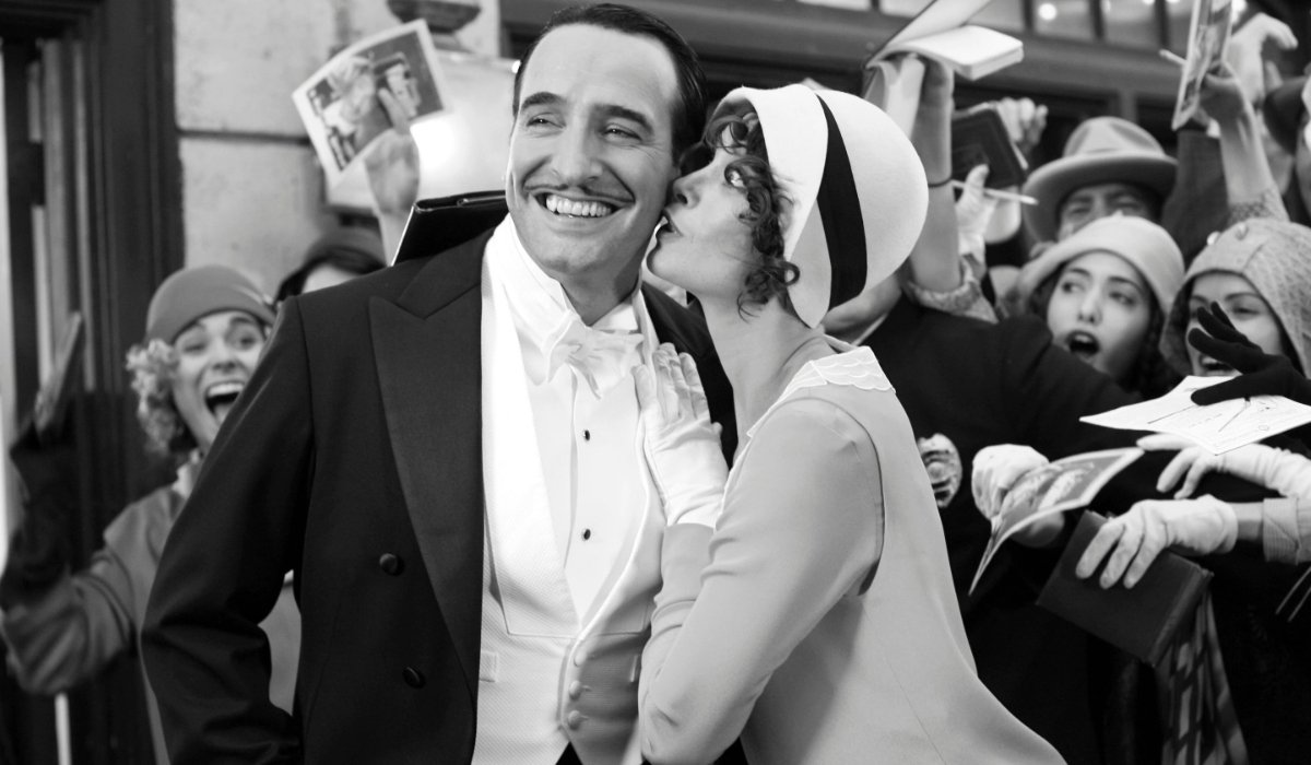 The Artist Jean Dujardin is kissed by Berenice Bejo in front of a crowd of fans