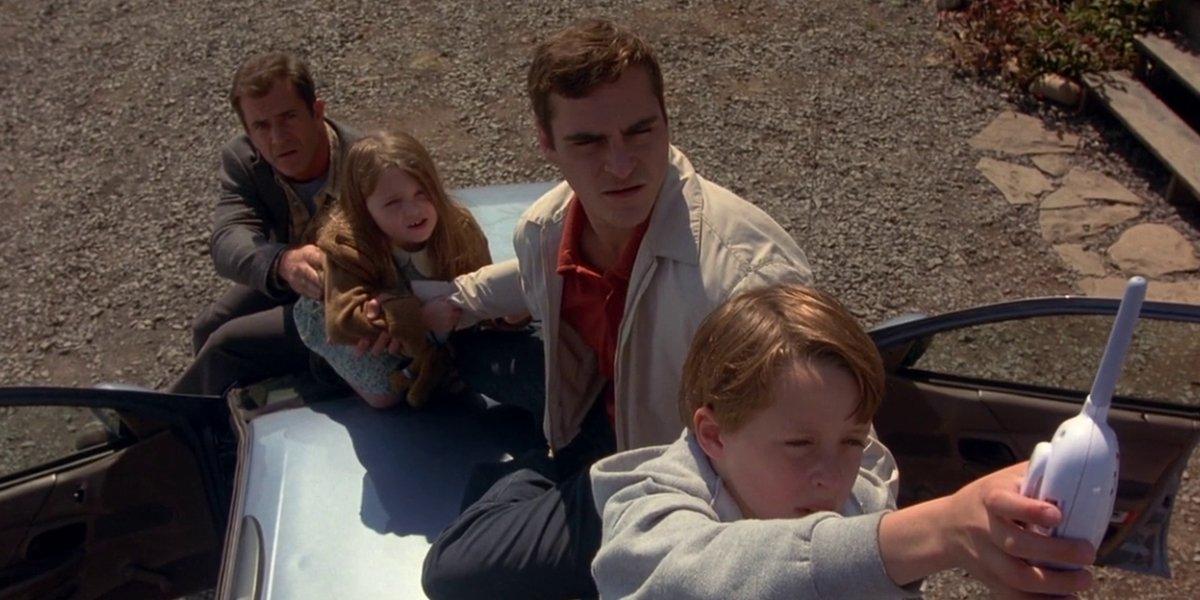 Mel Gibson, Abigail Breslin, Joaquin Phoenix, and Rory Culkin in Signs