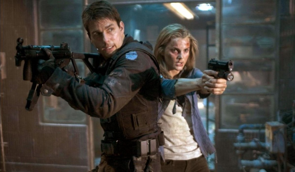 Mission: Impossible III Tom Cruise and Keri Russell with guns drawn
