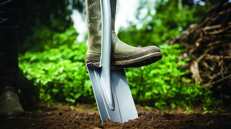 Garden deals: Spade with a boot on it