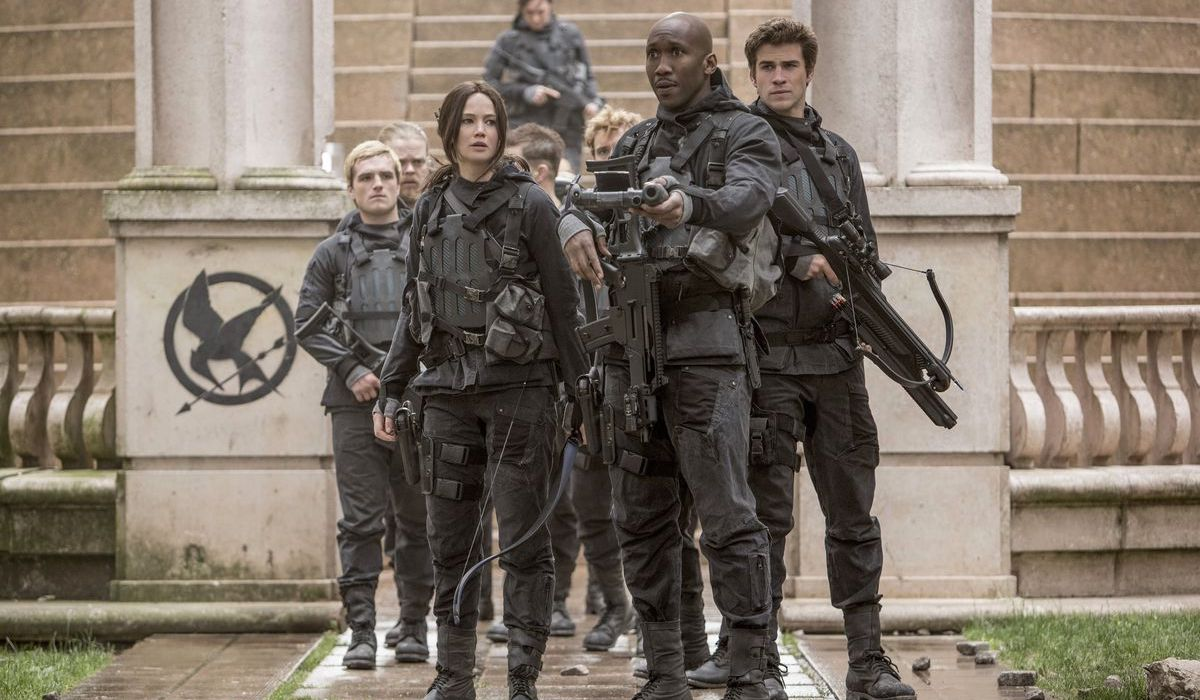 Peeta, Katniss, Boggs and Gale in Hunger Games Mockingjay Part 2