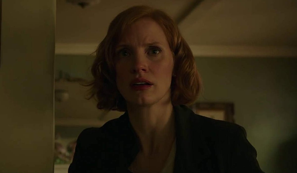 IT Chapter Two Jessica Chastain tearing up in the old lady's apartment