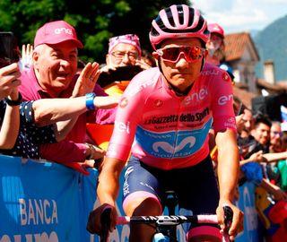 Richard Carapaz in the maglia rosa at the 2019 Giro d'Italia