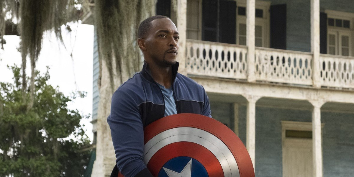 anthony mackie holding captain america's shield in the falcon and the winter soldier