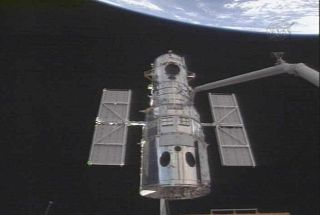 Astronauts Grab Hubble Telescope for Tune-Up