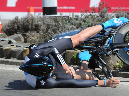 Chris Froome crashes, Tour de Romandie 2010 prologue