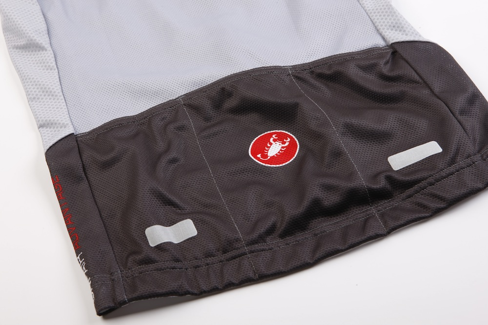 The three rear pockets are an ideal size and placement. Note the reflective  tabs f2e10d831