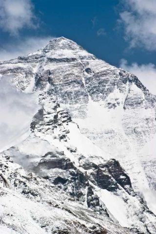 highest-himalayan-mountain-mount-everest-100809-02