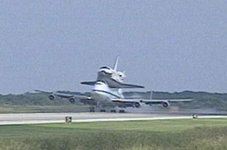 Space Shuttle Discovery Returns to NASA Spaceport