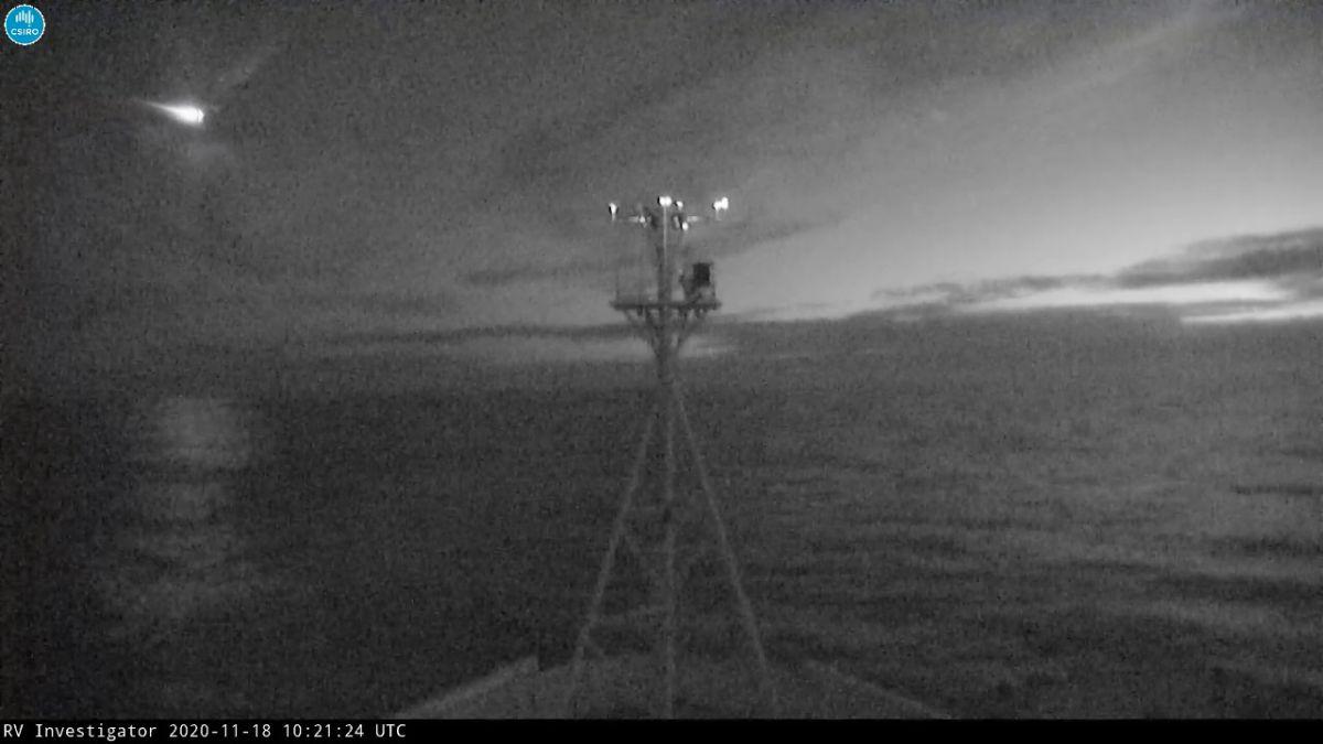 Watch a bright fireball explode over the Tasman Sea (video) – Space.com