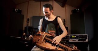 shredding on an electric hurdy gurdy video guitarworld. Black Bedroom Furniture Sets. Home Design Ideas