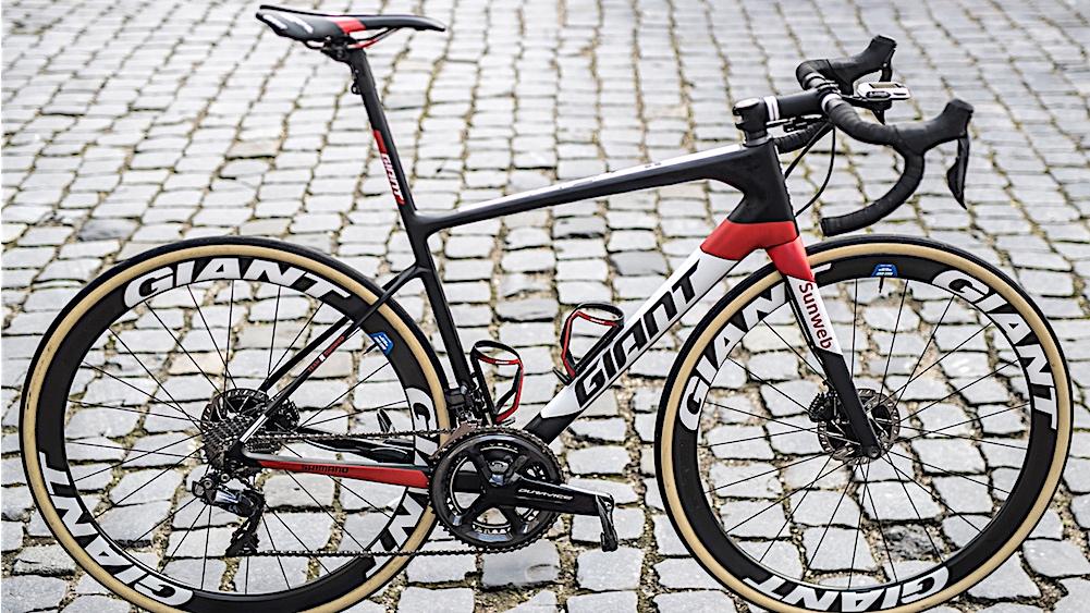 Special edition Giant Defy for Teunissen at Paris-Roubaix