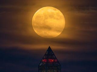 supermoon over washington monument