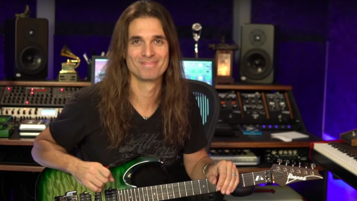 "Watch Megadeth's Kiko Loureiro Play One of His ""Difficult"" Solos"