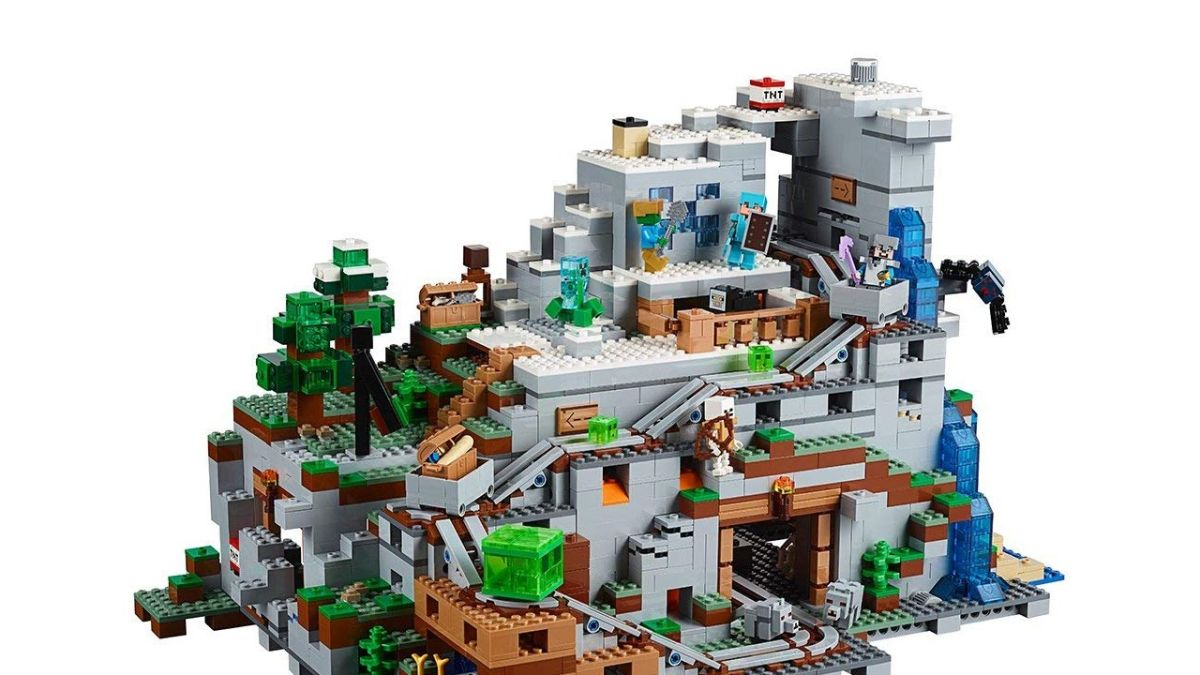 Save $50 on this huge Lego Minecraft set and give a 2,863
