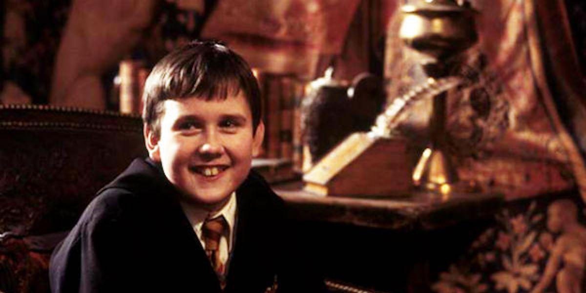 Гарри Поттер: в тот раз Невилл Лонгботтом, актер Мэтью Льюис, должен был носить поддельные зубы и подкладку для тела