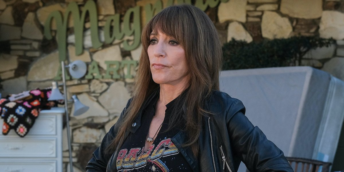 katel sagal's annie bello wearing leather jacket in abc's rebel
