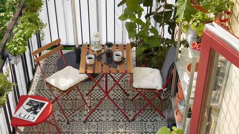 Ikea garden furniture: balcony with bistro table