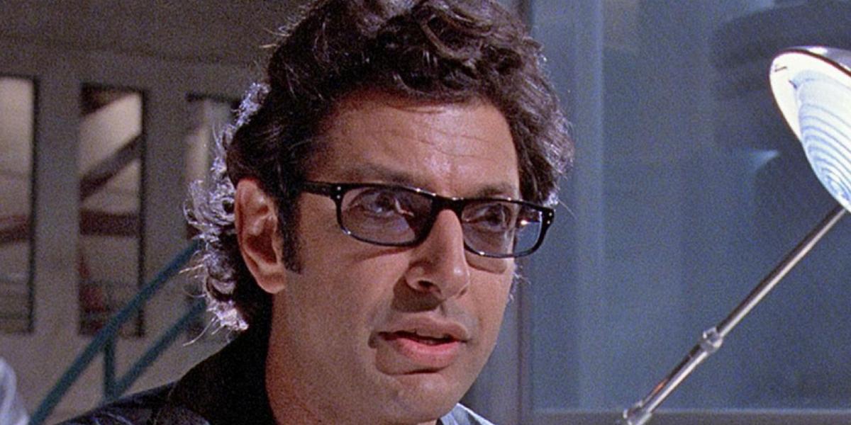 Dr. Ian Malcolm (Jeff Goldblum) stands in a Jurassic Park laboratory.