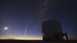 This photo comes from a time-lapse sequence taken by Gabriel Brammer from ESO just two days ago on 22 December 2011. Gabriel was finishing his night shift as support astronomer at the Paranal Observatory when the comet rose over the horizon just before da
