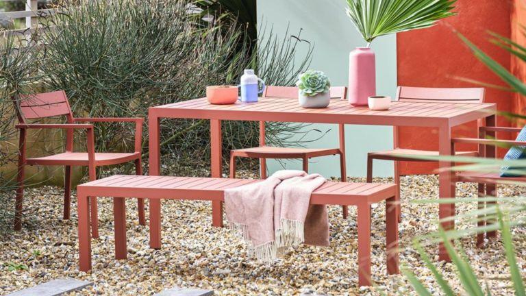 Colourful garden furniture - happy gardens - Livingetc