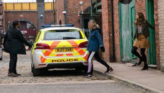 Kelly arrested in Coronation Street