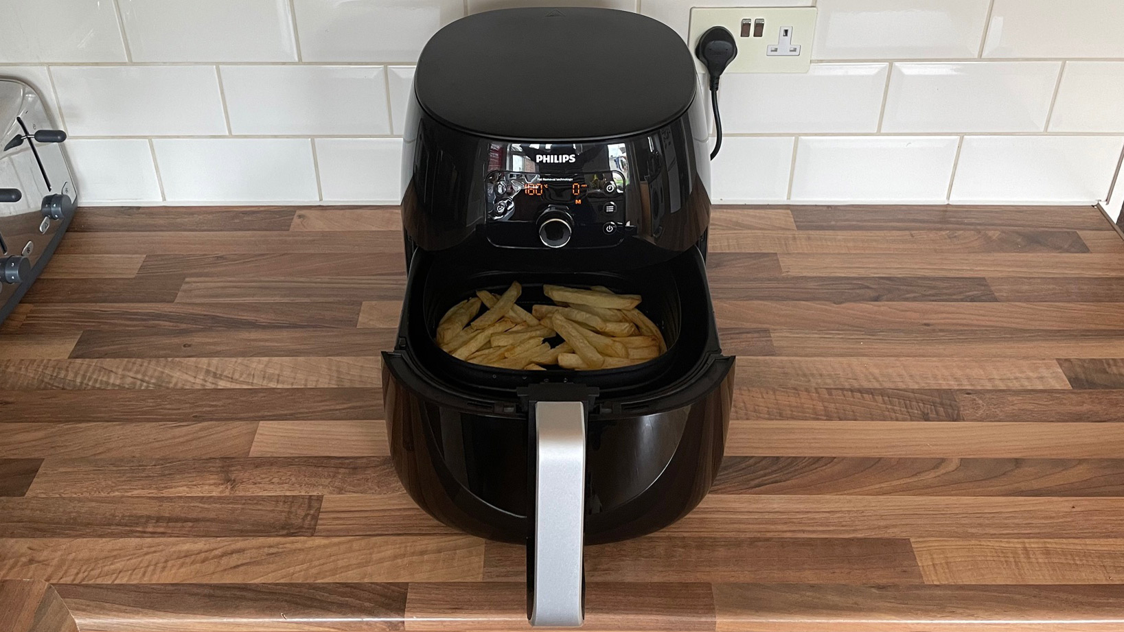 Philips Airfryer XXL HD9650/99 open with fries that have just been cooked in it