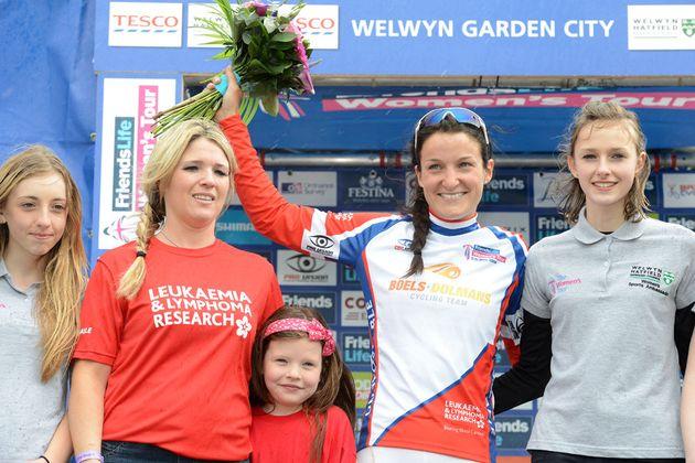 womens-tour-2014-st4-Armitstead-podium-Welwyn