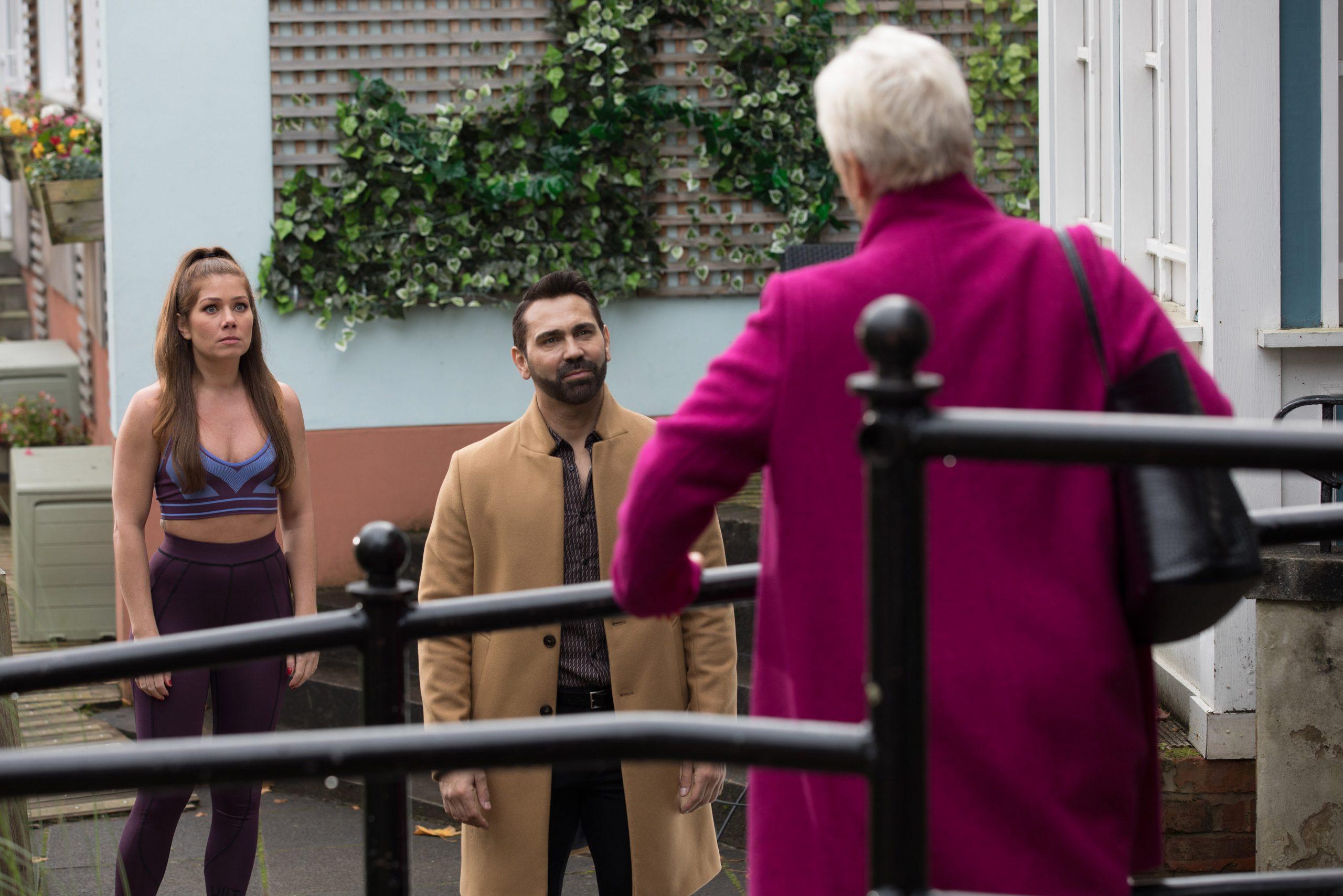 Semana 3 Trish Minniver interpretada por Denise Welch en Hollyoaks