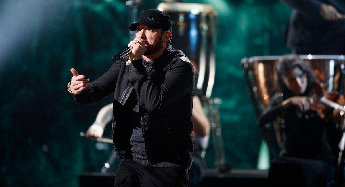 Eminem sings Lose Yourself at Oscar 2020