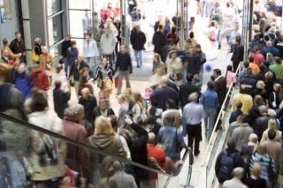 crowded-shop-101214-02
