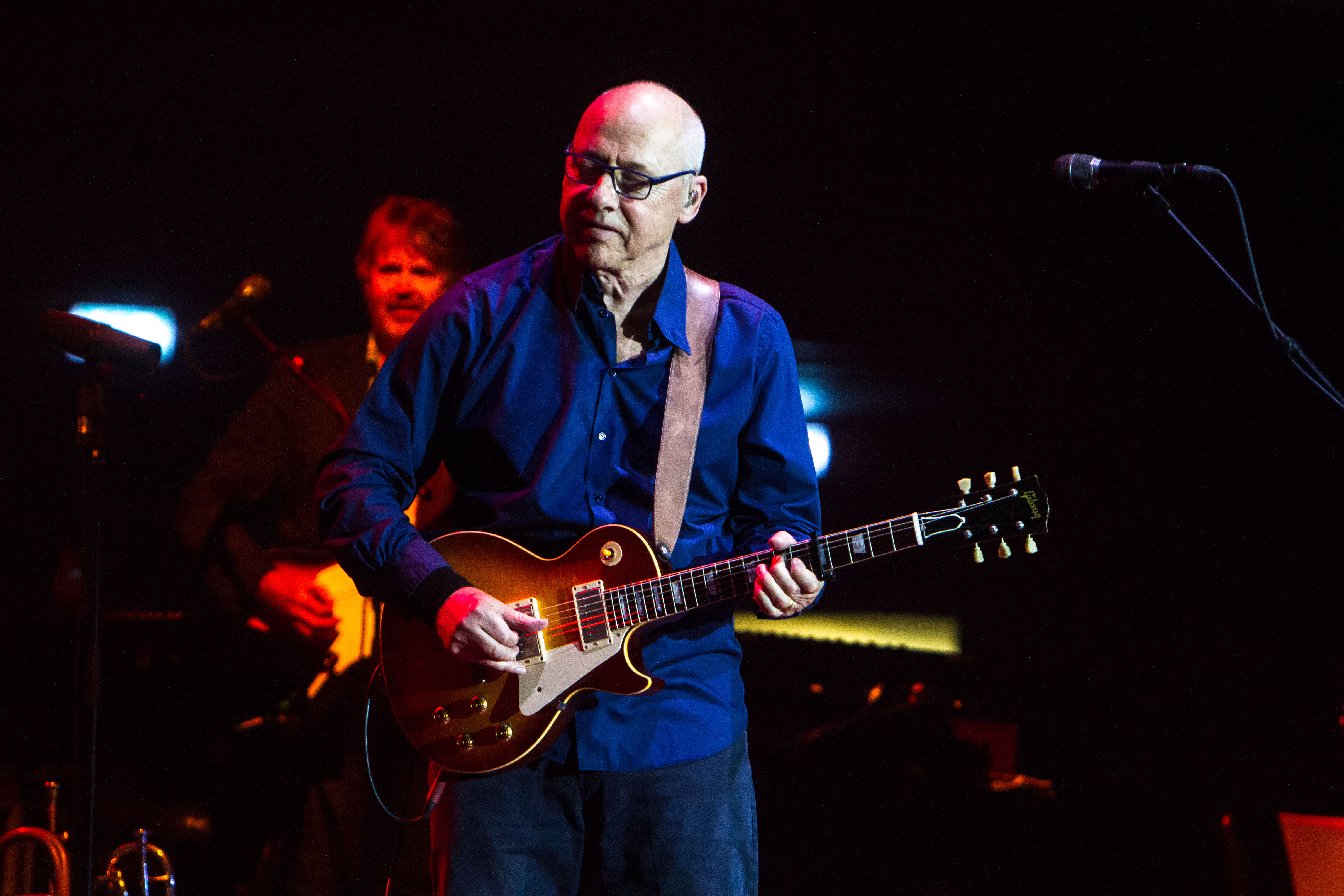 Mark Knopfler Using Kemper Profiling Amps for His Onstage Sound | Guitarworld