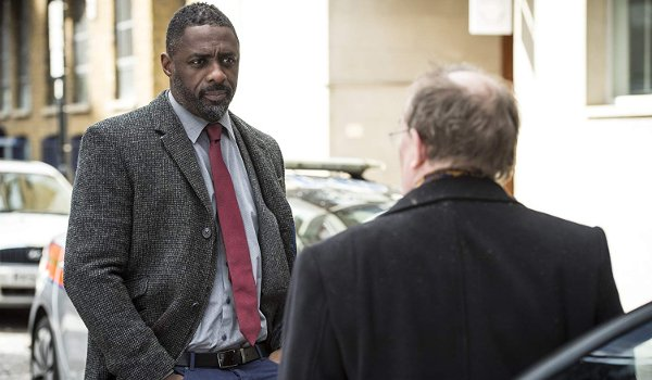 Luther Idris Elba questioning someone in an alley
