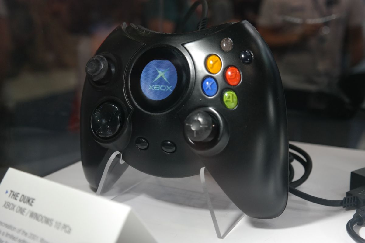 Hyperkin Duke Review: Does the Classic Xbox Controller Hold Up?   Tom's Guide