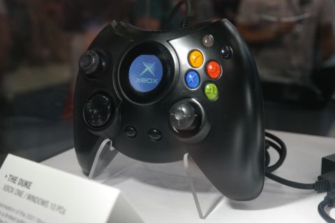 Hyperkin Duke Review: Does the Classic Xbox Controller Hold