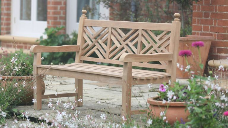 Excellent How To Restore A Garden Bench Real Homes Evergreenethics Interior Chair Design Evergreenethicsorg
