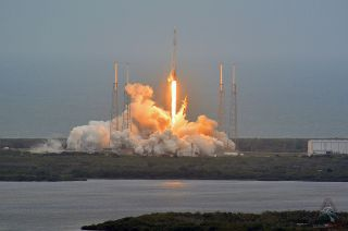 SpaceX's Third Dragon Capsule Launches