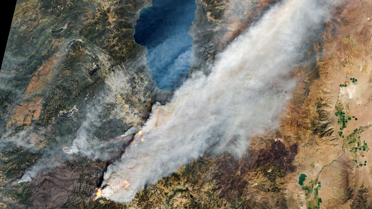 California's Caldor Fire seen from space in harrowing satellite images (gallery)