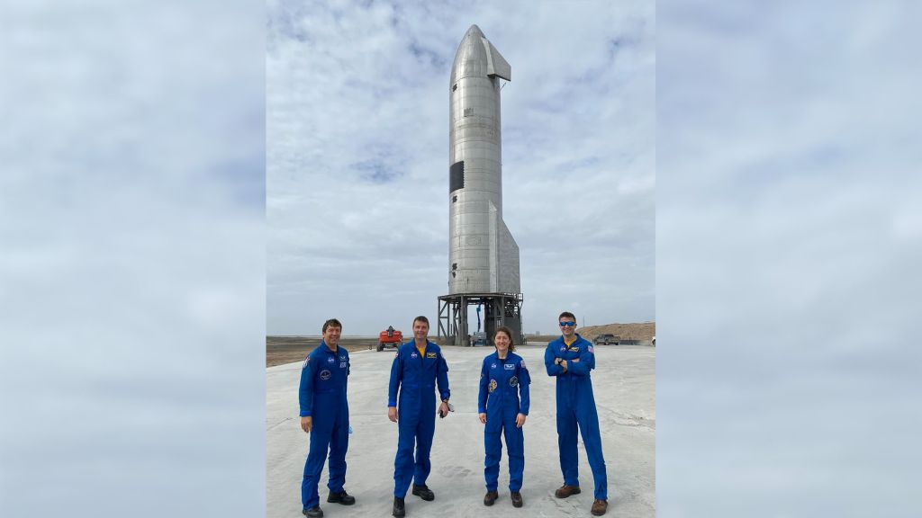 NASA astronauts get up-close look at SpaceX's Starship SN11 prototype (photo)