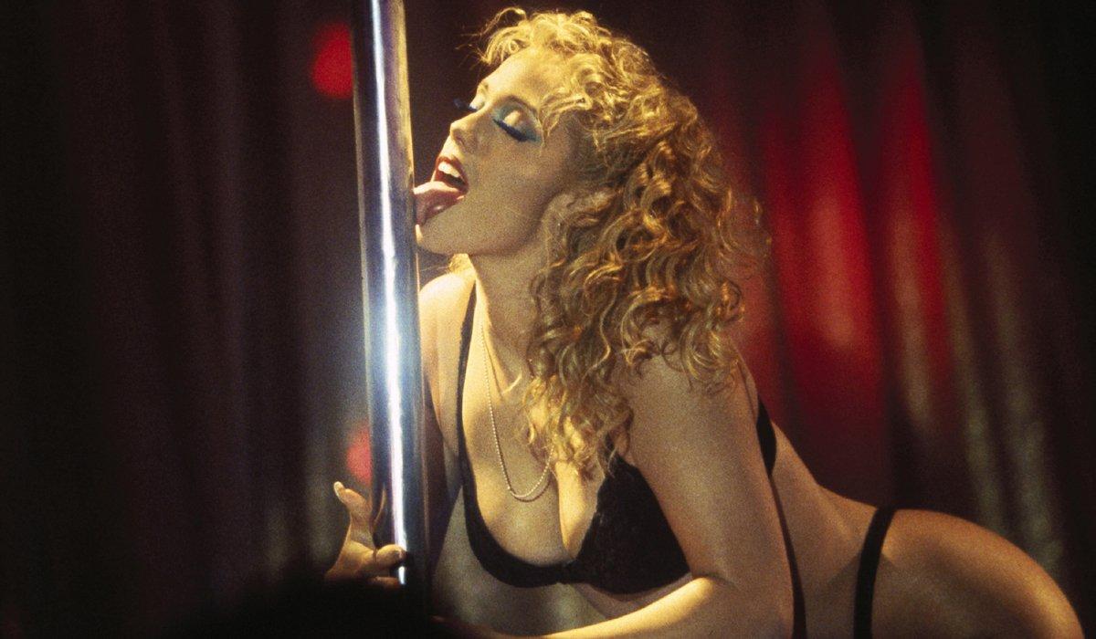 Striptease Elizabeth Berkley licking pole