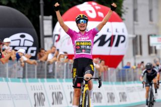 Marianne Vos secures her 30th Giro d'Italia stage victory at Puegnago del Garda in 2021