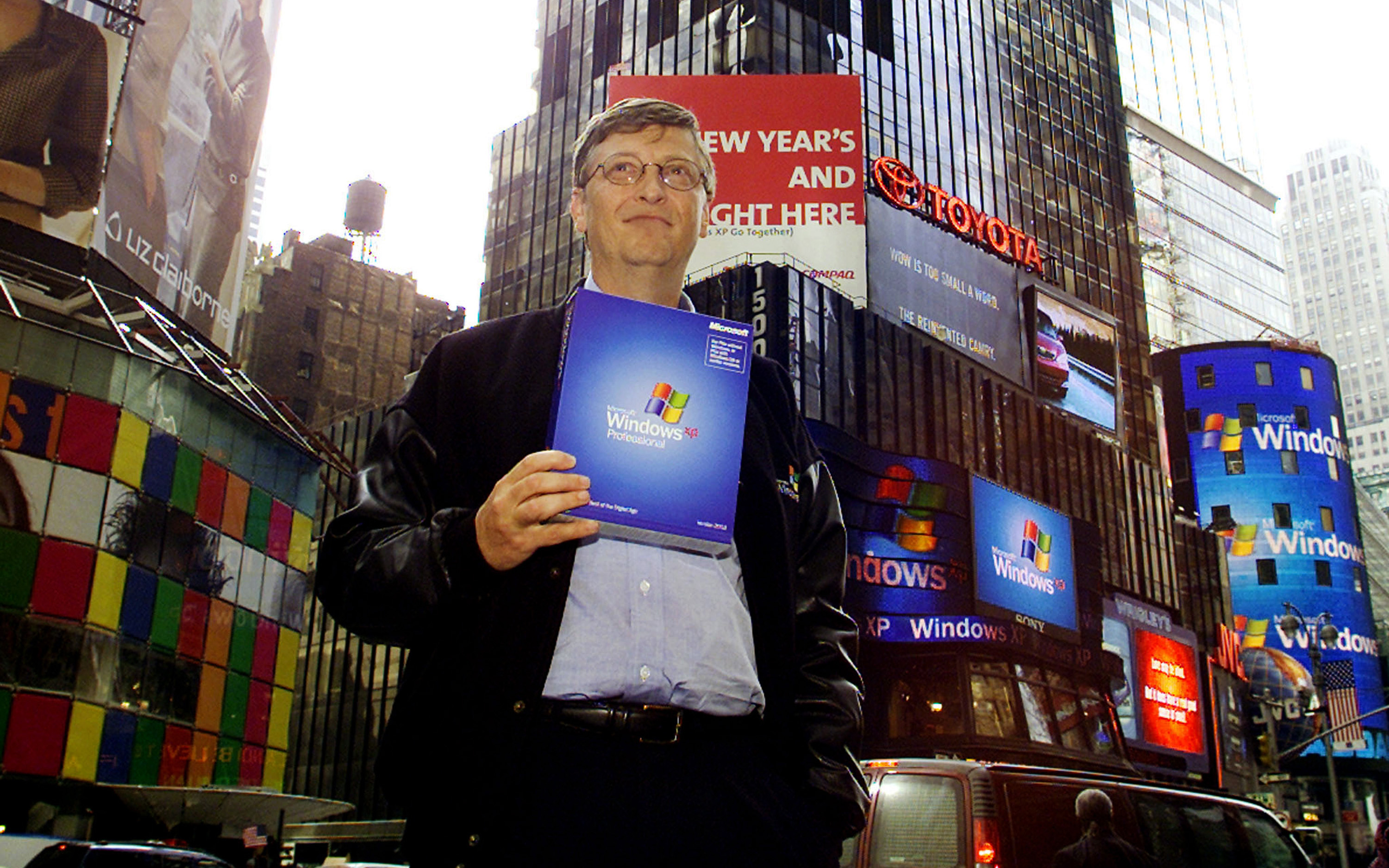 Bill Gates holds a copy of Windows XP in Time Square