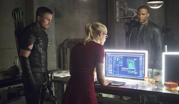 oliver, felicity and diggle on arrow