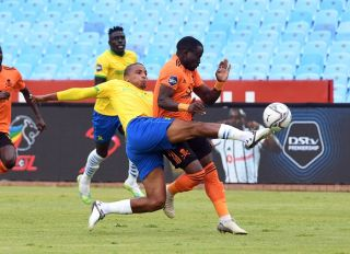 Gabadinho Mhango, Orlando Pirates, Rivaldo Coetzee, Mamelodi Sundowns