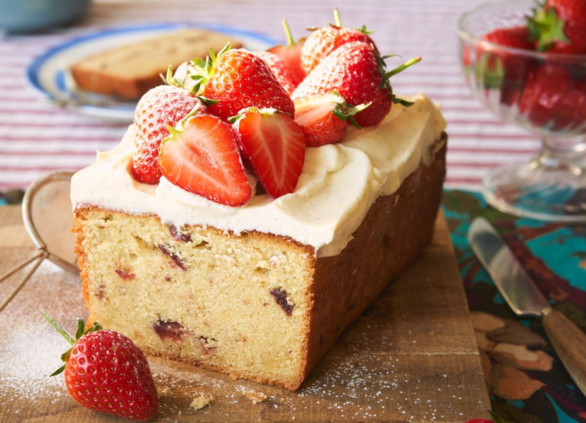 This almond, strawberry and cream loaf cake is a simple bake with maximum impact