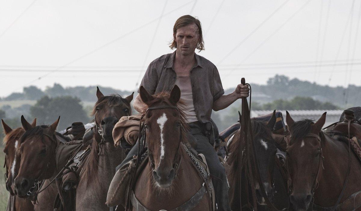 dwight fear the walking dead leading horses